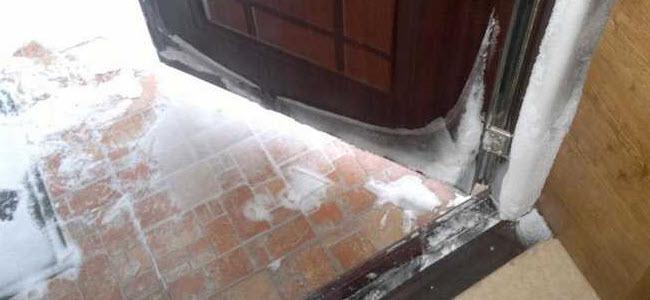 Лед на двери